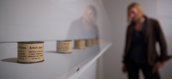 Piero Manzoni. Als Körper Kunst wurden. Städel Museum, Frankfurt