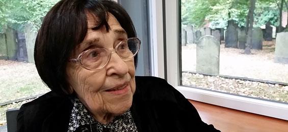 Miriam Gilles-Carlebach