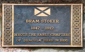 Bram Stoker: Erinnerungstafel in Cruden Bay