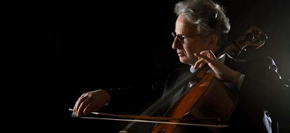 Niklas Schmidt spielt die Cello-Suiten von Bach