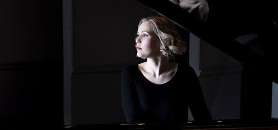 """Annika Treutler – """"Viktor Ullmann: Klavierkonzert, Op. 25 und Klaviersonaten Nr. 3 & 7"""
