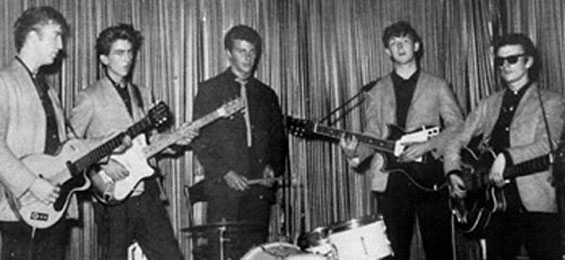 Indra - August 1960. Die Beatles betreten die Bühne der Indra! Von links nach rechts: John Lennon, George Harrison, Pete Best, Paul McCartney und Stuart Sutcliffe