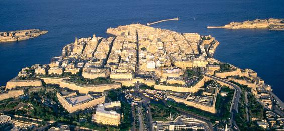 Valletta: Eine barocke Stadt sucht die Moderne