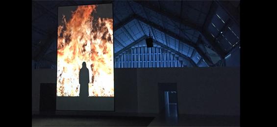 Mystische Installationen von Bill Viola in den Deichtorhallen Hamburg Foto Claus Friede