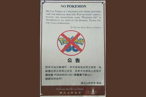 Hsi-Lai Temple. Verbotsschild: No Pokemon-Go allowed. Buddhistischer Hsi Lai Temple in den Puente Hills, Hacienda Heights, Kalifornien. Foto: Tktru
