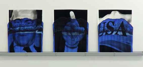 Valentin-van-der-Meulen-Serie-Blue-Richard-Helms-James-Lebron-Baseballmütze-Trump-2018-Kohle-auf-Löschpapier-blaue-Tinte-65-x-60-cm-620x775